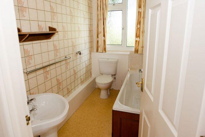 Four berth bungalow bathroom