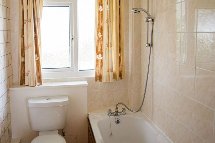Four berth bungalow bathroom