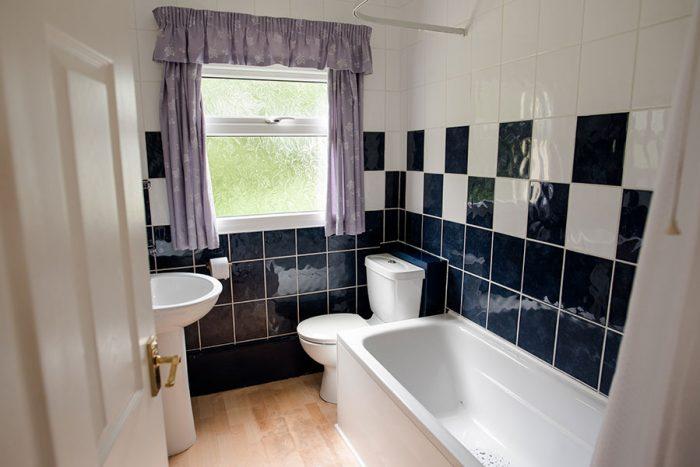 Ocean Mirth & Ocean Rollers bathroom